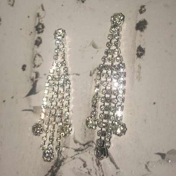 Jewelry - Silver dangling formal earrings faux diamond